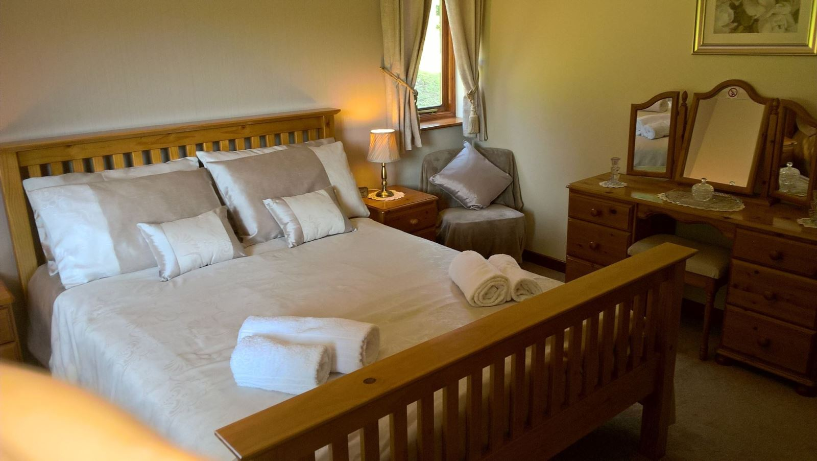 Master Kingsize Bedroom at Drainbyrion Farm Self Catering