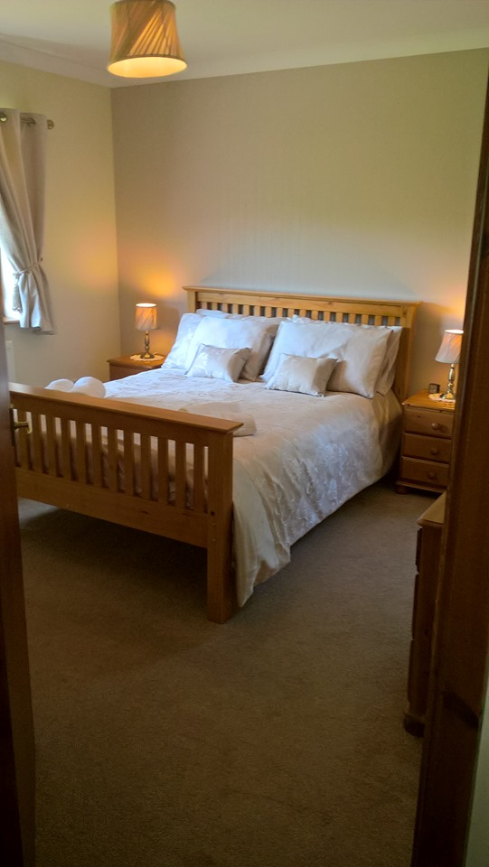 Kingsize Bed in Mid Wales Accommodation